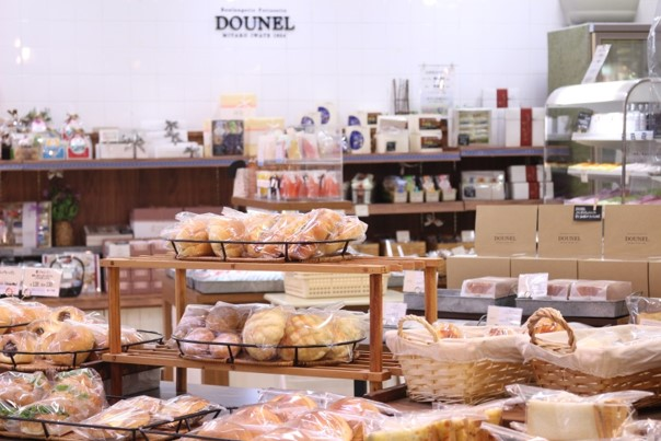 DOUNEL DORA店の写真